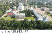 Купить «Flight of the camera over Saint Sophia orthodox cathedral and church of Resurrection of Jesus in a sunny summer day in Vologda Kremlin», видеоролик № 28913477, снято 30 июля 2018 г. (c) Mikhail Starodubov / Фотобанк Лори