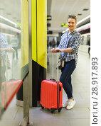 Купить «Portrait of young girl waiting for train», фото № 28917893, снято 27 апреля 2018 г. (c) Яков Филимонов / Фотобанк Лори