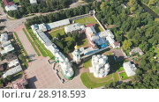 Купить «Flight of the camera over Saint Sophia orthodox cathedral and church of Resurrection of Jesus in a sunny summer day in Vologda Kremlin», видеоролик № 28918593, снято 9 августа 2018 г. (c) Mikhail Starodubov / Фотобанк Лори