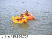 Купить «Children bathe in the sea», фото № 28936769, снято 28 июля 2018 г. (c) Типляшина Евгения / Фотобанк Лори