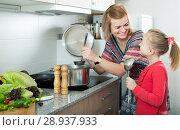 Купить «mother and little daughter tasting soup together», фото № 28937933, снято 14 августа 2018 г. (c) Яков Филимонов / Фотобанк Лори