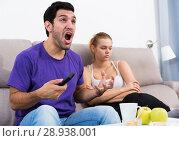 Купить «Man watching tv ignoring frustrated girl», фото № 28938001, снято 18 августа 2018 г. (c) Яков Филимонов / Фотобанк Лори