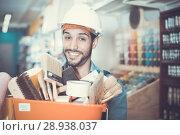 Купить «foreman holding basket with tools», фото № 28938037, снято 13 сентября 2017 г. (c) Яков Филимонов / Фотобанк Лори