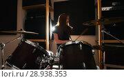 Купить «Girl is very emotional drummer plays the drums in the studio», видеоролик № 28938353, снято 18 ноября 2018 г. (c) Константин Шишкин / Фотобанк Лори