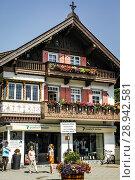 Купить «The shopping district in downtown Garmisch-Patenkirchen, Bavaria, Germany.», фото № 28942581, снято 23 марта 2019 г. (c) age Fotostock / Фотобанк Лори