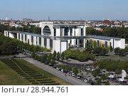 Berlin, Germany, the Federal Chancellery (2016 год). Редакционное фото, агентство Caro Photoagency / Фотобанк Лори
