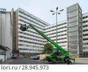 Купить «The House of Statistics in the Otto-Braun-Strasse in Berlin-Mitte», фото № 28945973, снято 27 июня 2017 г. (c) Caro Photoagency / Фотобанк Лори