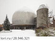 Купить «Berlin, Germany, Zeiss Planetarium in the heritage-protected housing estate Ernst-Thaelmann-Park in Berlin-Prenzlauer Berg», фото № 28946321, снято 6 января 2016 г. (c) Caro Photoagency / Фотобанк Лори