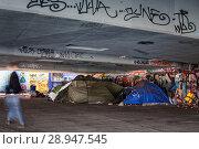 Berlin, Germany, Tents of the homeless under the Elsenbruecke in Berlin-Alt-Treptow (2017 год). Редакционное фото, агентство Caro Photoagency / Фотобанк Лори