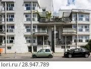 Berlin, Germany, derelict residential building in the Markgrafenstrasse in Berlin-Kreuzberg (2017 год). Редакционное фото, агентство Caro Photoagency / Фотобанк Лори