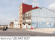 Купить «Valencia, Spain, Two men with trolleys in front of rundown residential and commercial buildings in a commercial area», фото № 28947837, снято 9 июня 2017 г. (c) Caro Photoagency / Фотобанк Лори
