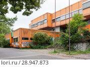 Купить «Berlin, Germany, ruin of the Diesterweg Gymnasium in the Swinemuender Strasse in Berlin-Gesundbrunnen», фото № 28947873, снято 9 июля 2017 г. (c) Caro Photoagency / Фотобанк Лори