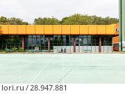 Купить «Berlin, Germany, ruin of the Diesterweg Gymnasium in the Swinemuender Strasse in Berlin-Gesundbrunnen», фото № 28947881, снято 9 июля 2017 г. (c) Caro Photoagency / Фотобанк Лори