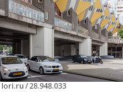 Купить «Rotterdam, Netherlands, Kubushaus, after a design by architect Piet Blom in Rotterdam», фото № 28948033, снято 23 июля 2017 г. (c) Caro Photoagency / Фотобанк Лори