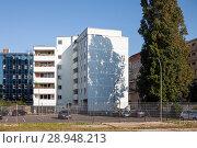 Купить «Berlin, Germany, Detached apartment house in Martin-Luther-Strasse in Berlin-Schoeneberg», фото № 28948213, снято 29 сентября 2017 г. (c) Caro Photoagency / Фотобанк Лори
