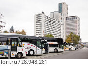 Berlin, Germany, coaches park at the Zoologischer Garten station on Hardenbergplatz in Berlin-Charlottenburg, in the background the Tower Zoofenster Berlin and the Upper West (2017 год). Редакционное фото, агентство Caro Photoagency / Фотобанк Лори