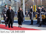Купить «Berlin, Germany - Federal Chancellor Angela Merkel receives the Prime Minister of the Republic of Iceland, Katrín Jakobsdottir, with military honors in the honorary court of the Federal Chancellery.», фото № 28949689, снято 19 марта 2018 г. (c) Caro Photoagency / Фотобанк Лори