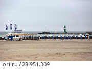 Купить «Warnemuende, beach chair and paddle boat rental on the beach», фото № 28951309, снято 8 апреля 2017 г. (c) Caro Photoagency / Фотобанк Лори