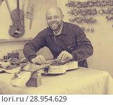 Купить «Guitar-maker at workshop», фото № 28954629, снято 19 августа 2018 г. (c) Яков Филимонов / Фотобанк Лори