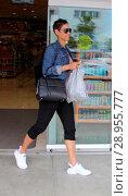 Купить «Nicole Mitchell Murphy shops at Rite Aid Featuring: Nicole Mitchell Murphy Where: Beverly Hills, California, United States When: 06 Apr 2017 Credit: WENN.com», фото № 28955777, снято 6 апреля 2017 г. (c) age Fotostock / Фотобанк Лори