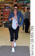 Купить «Nicole Mitchell Murphy shops at Rite Aid Featuring: Nicole Mitchell Murphy Where: Beverly Hills, California, United States When: 06 Apr 2017 Credit: WENN.com», фото № 28955789, снято 6 апреля 2017 г. (c) age Fotostock / Фотобанк Лори