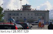Купить «Автомобили едут в аэропорт Петропавловск-Камчатский (аэропорт Елизово)», видеоролик № 28957129, снято 6 августа 2018 г. (c) А. А. Пирагис / Фотобанк Лори