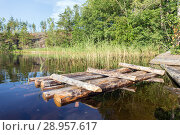 Wooden raft near the shore. Стоковое фото, фотограф Argument / Фотобанк Лори