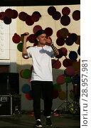 Купить «Выступление певца на уличной сцене в парке», фото № 28957981, снято 1 мая 2018 г. (c) Марина Шатерова / Фотобанк Лори