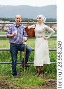 Two mature farm workers taking a pause. Стоковое фото, фотограф Яков Филимонов / Фотобанк Лори