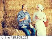 Купить «Two farmers resting on hay», фото № 28958253, снято 22 марта 2019 г. (c) Яков Филимонов / Фотобанк Лори