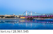 Moskva River and Krymsky or Crimean Bridge (at night)-- is a steel suspension bridge in Moscow, Russia. The bridge spans the Moskva River 1800 metres south-west from the Kremlin (2018 год). Стоковое фото, фотограф Владимир Журавлев / Фотобанк Лори