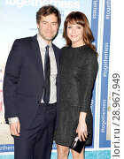 Mark Duplass, Katie Aselton at arrivals for TOGETHERNESS Premiere on HBO, Avalon Hollywood, Los Angeles, CA January 6, 2015. Photo By: Emiley Schweich/Everett Collection. Редакционное фото, фотограф Emiley Schweich/Everett Collection / age Fotostock / Фотобанк Лори