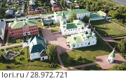 Купить «View from drones of Spaso-Preobrazhensky monastery in Murom», видеоролик № 28972721, снято 27 июня 2018 г. (c) Яков Филимонов / Фотобанк Лори
