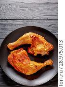 Купить «fried chicken legs with golden crispy skin», фото № 28975013, снято 4 августа 2018 г. (c) Oksana Zh / Фотобанк Лори