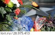 Купить «Classic Soviet Russian memorial flame (torch) memory of the soldiers», видеоролик № 28975413, снято 20 августа 2018 г. (c) Mikhail Erguine / Фотобанк Лори