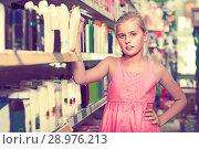 Girl 9-15 years old is choosing deodorant. Стоковое фото, фотограф Яков Филимонов / Фотобанк Лори