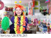 Купить «Girl joking in festive accessories shop», фото № 28976261, снято 15 марта 2018 г. (c) Яков Филимонов / Фотобанк Лори