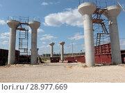 Купить «Строительство моста на участке магистрали М4 Дон и А107 Московское малое кольцо», эксклюзивное фото № 28977669, снято 19 августа 2018 г. (c) Дмитрий Неумоин / Фотобанк Лори