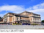Купить «Стокгольм. Здание оперного театра», фото № 28977929, снято 11 июля 2018 г. (c) Владимир Кошарев / Фотобанк Лори