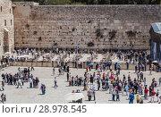 Купить «Believers and tourists at the wailing wall, Jerusalem, Israel», фото № 28978545, снято 20 апреля 2012 г. (c) Наталья Волкова / Фотобанк Лори