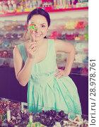 sexy female posing in the store with lolly. Стоковое фото, фотограф Яков Филимонов / Фотобанк Лори
