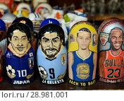 Купить «Матрешки с портретами мировых спортивных звезд на Вернисаже в Измайловском кремле. Москва», фото № 28981001, снято 7 июля 2018 г. (c) Free Wind / Фотобанк Лори