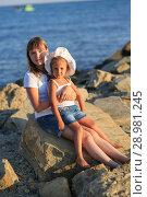 Купить «Children bathe in the sea», фото № 28981245, снято 7 июля 2018 г. (c) Типляшина Евгения / Фотобанк Лори