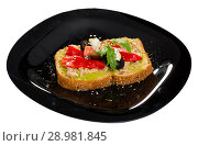Купить «Sandwich with guacamole, canned tuna, feta, vegetables on black plate», фото № 28981845, снято 22 июня 2018 г. (c) Яков Филимонов / Фотобанк Лори
