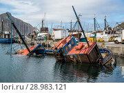 Sunken fishing boat in the harbor of Kalk Bay, False Bay, South Africa. Стоковое фото, фотограф Annett Schmitz / age Fotostock / Фотобанк Лори