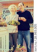 Купить «Smiling retired couple in patio», фото № 28993005, снято 16 октября 2018 г. (c) Яков Филимонов / Фотобанк Лори