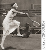 Suzanne Rachel Flore Lenglen, 1899-1938. French tennis player. Seen here playing at Wimbledon in 1919 when she won the title. From These Tremendous Years, published 1938. Редакционное фото, фотограф Classic Vision / age Fotostock / Фотобанк Лори