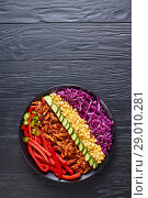 Купить «pulled pork rancho salad on a plate», фото № 29010281, снято 7 августа 2018 г. (c) Oksana Zh / Фотобанк Лори