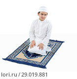 Muslim boy praying. Стоковое фото, фотограф IndiaPicture / easy Fotostock / Фотобанк Лори