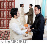 Muslim men greeting each other. Стоковое фото, фотограф IndiaPicture / easy Fotostock / Фотобанк Лори